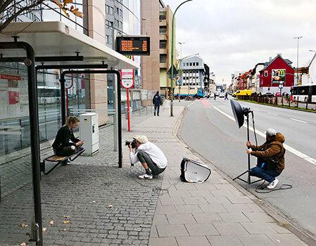 Beim Fotoshooting: Fotografin Jette Golz und Assistent Domi in Aktion