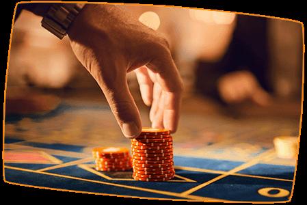 Aktuelles-doppelte-Reichweite-Roulette-Chips-auf-Tisch